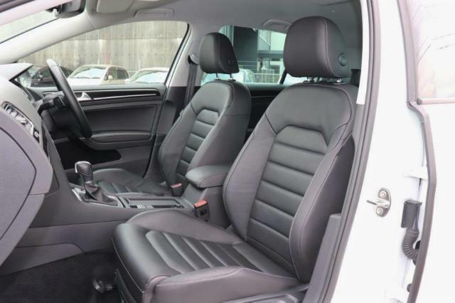 最新の人間工学によって細部にまでこだわって作られたシートは、まるであつらえたようにフィットする適度な固さのシートとなり、乗員の快適さの為に計算つくされたレザーシートになります。
