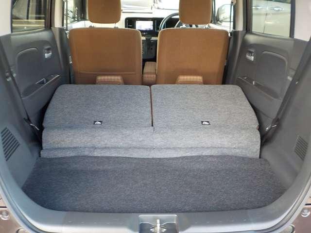 リヤシートを倒すと、トランクルームも広くなります。