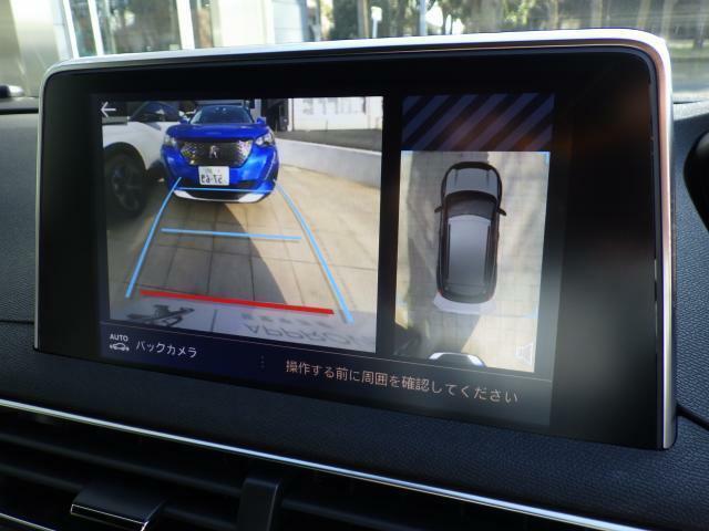 ワイドビューバックカメラが標準装備されております。ガイドラインはハンドルを切った方向に沿って動きますので、より安全に駐車が可能です。