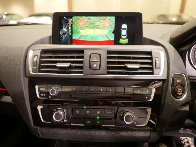 8.8インチワイドモニター。カーナビのほか、車両設定や各種エンターテインメント機能の調整などに使用する。(写真をクリックすると、画面の表示バリエーションが確認できます)