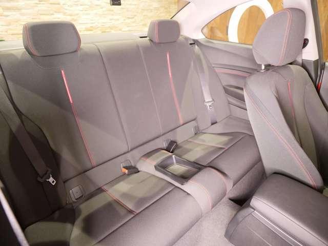 クーペモデルですが、後部座席のスペースも充分に確保されており、実用性は高いです。