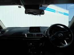 質感の高い室内空間。インパネ&ドアトリムの水平基調を突き詰め、さらに高い車格感を表現しています。