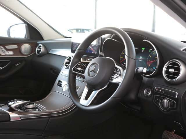 正規販売店の認定中古車は、第三者検査専門機関(AIS)による、内外装から機関にいたるまで厳正に検査を実施しております。