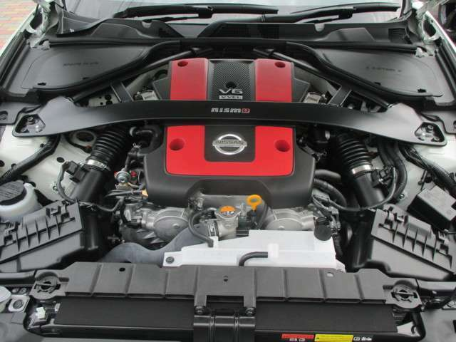 3,696cc DOHC V型6気筒ガソリンエンジン(VQ37VHR NISMO専用チューニング) NISMO専用エンジンカバー NISMO専用チューニングコンピュータ(ECM) エンジンイモビライザー