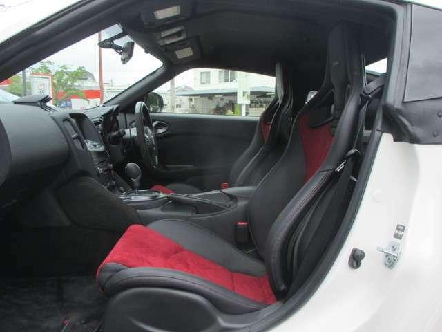 オプション:フロアマット(NISMOバージョン)/キッキングプレート/ムーディーイルミネーション NISMO専用チューニングRECARO製スポーツシート NISMO専用運転席・助手席ニーパッド(レッドステッチ付)