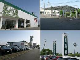 大きな迷彩柄の看板が目印!広々とした駐車場をご用意してお待ちしております。展示場には200台以上のバリエーション豊かな在庫をご用意。メーカー問わず比較していただけます。