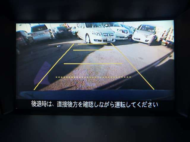 駐車が苦手な方でも安心のバックカメラを装備☆