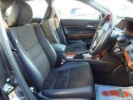 運転席シート☆ハーフレザー調シートでおしゃれです☆禁煙車でとてもキレイな室内です☆