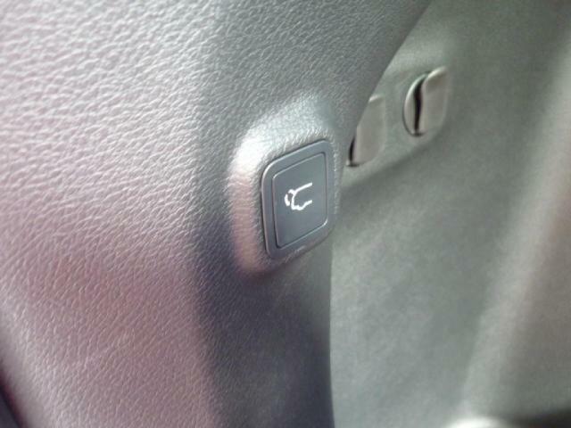 ボタンで簡単に閉めれます。