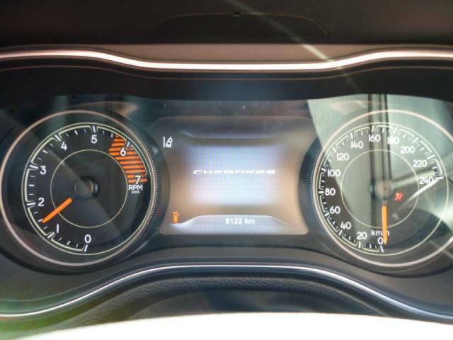 クリアな画面で豊富な車両データに目を通すことの出来る、7インチマルチビューディスクプレイ。