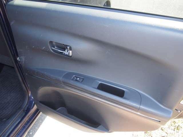 足がよく当たるドア内張りも綺麗にクリーニングしています!こういう傷って気になりますよね!お客様の気持ちになってクリーニングしています。