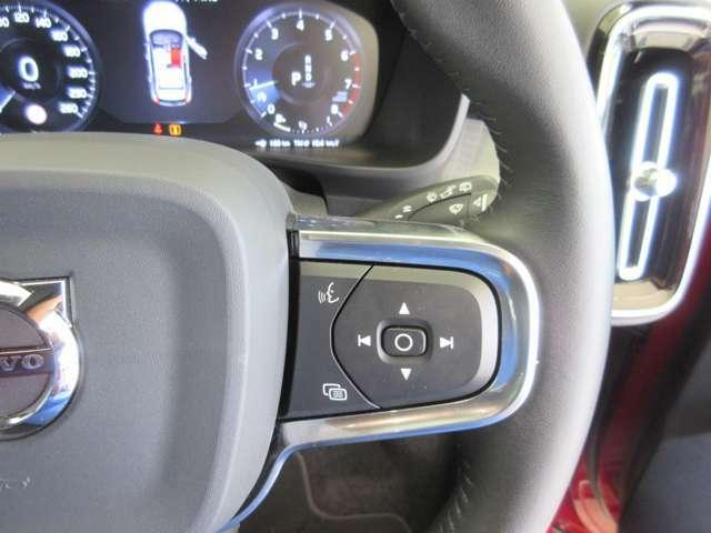 運転中にハンドルから手を放さずに、ナビ操作が可能!
