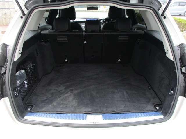 ●トランクは、少ないスペースでの積荷も簡単に♪