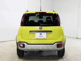 どこから見ても印象的なイエローのボディカラーはデザインにマッチしておりFIATの可愛らしさが感じられます。
