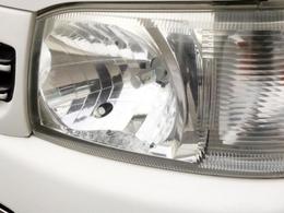 ヘッドライトにはLEDヘッドライトバルブを装着済み! 夜道を明るく照らしてくれます。