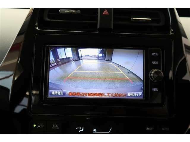 バック駐車が苦手な方にも安心のモニター付きです!モニターを確認しながら操作できるのは心強いですね!