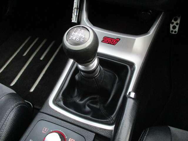 シフトも非常にスムーズにスコスコ入力出来ます(*^-^*)走りが楽しい6速マニュアルです♪走行シーンに応じてエンジン出力特性を手元で簡単に切り替えられるSIドライブを搭載しています!