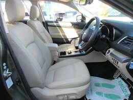 専用インテリア&シート♪ 運転席&助手席共にパワーシート機能付き♪ シートコンディションも言うことなし♪