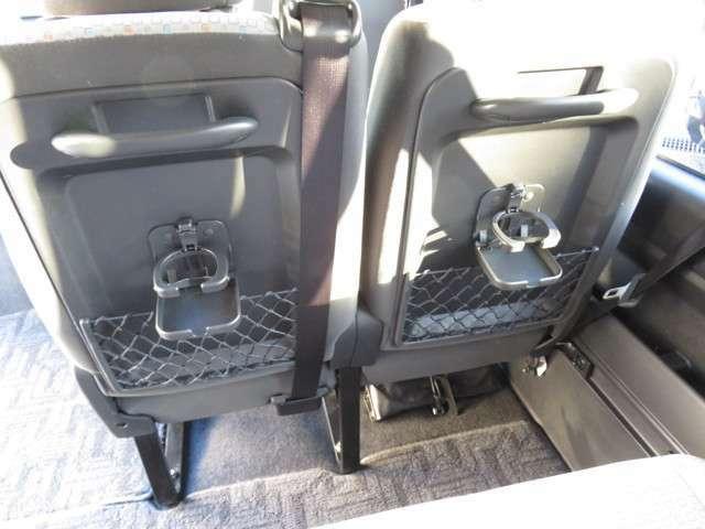 セカンドシート以降はカップホルダーも装備しています!