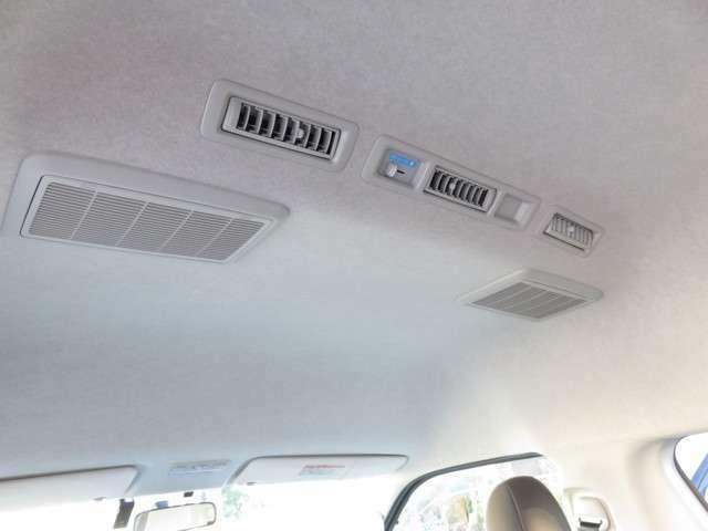 Wエアコンです!リアヒーターも装備しています。