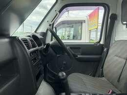 オートエアコン付です!夏場、車内は猛烈に熱くなります。簡単操作で快適に車内温度をコントロールします!