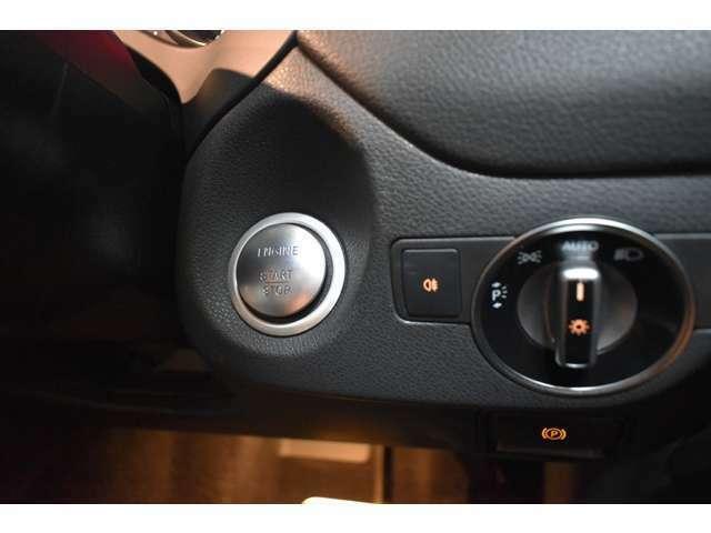 キーを携帯しているだけで、ドアロックの開閉並びにエンジンの始動が可能なキーレスゴー(スマートエントリ―&スタートシステム)を装備しております。