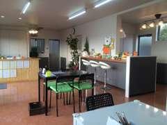♪新築の真新しい事務所です♪カフェ調のくつろげる異空間をお楽しみください☆食品衛生責任者が安心をお届けします★