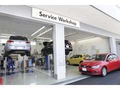 リフト4ベイを配するサービス工場を併設。アフターサービスも当店にお任せください。
