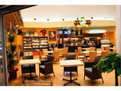 ★店内にコーヒーショップやキッズスペース等も設けております。ご来店の際にはゆっくりお寛ぎ下さい♪