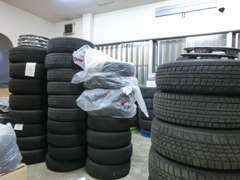 タイヤ保管スペース完備!保管にお困りの際は、ご相談ください。また、タイヤ販売も行っておりますので是非ご利用ください!