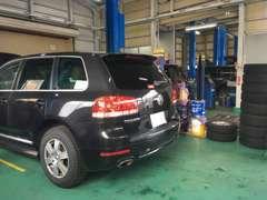 販売車は提携認証工場の法定点検、分解整備を実施します。永く安心してお乗り頂けるよう、各部消耗品交換後のお渡しとなります。