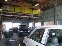 広いスペースの自社整備場ございます!販売だけでなく、修理、オイル交換、整備等もお任せください!