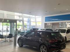 店内ショールームには新車も展示しております、アナタに合った1台が見つかるはずです。