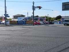 東名高速、浜松西ICから車で1分!環状線沿い、舘山寺街道交差点なので、分かりやすいです