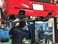 ◆ショールーム横には整備工場を併設しております。日常のメンテナンスから車検まで、お車のことならお任せください♪
