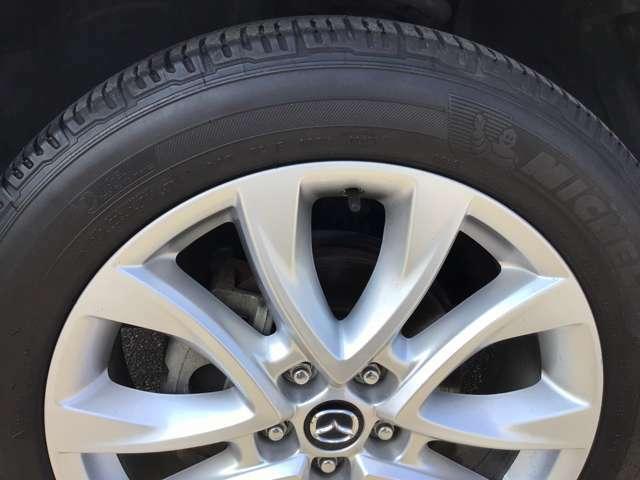 タイヤサイズは19インチで迫力とスポーティー感のあるホイールです。