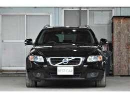 サンルーフ/黒革シート/シートヒーター付は、V50クラシックならではの充実した装備は、1ランクうえのお車となっております♪