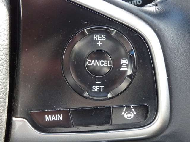 ホンダの先進安全技術『ホンダセンシング』を装着。衝突軽減ブレーキ、アダプティブクルーズコントロール、車線維持支援機能、先行車発進お知らせ機能など多彩な機能で運転をより安全に、安心快適にしていきます。