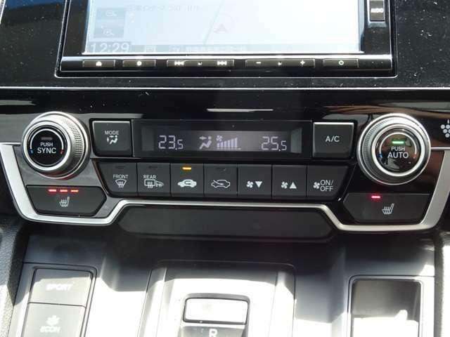 プラズマクラスターの空気清浄機能付きのエアコンです。運転席助手席で別々の温度設定が可能です。