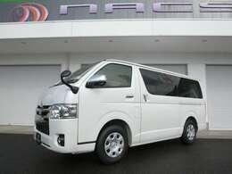車両はガソリン車ですが、ディーゼル車でも製作可能です。2列目キャプテンシート仕様は386万円から制作可能です!