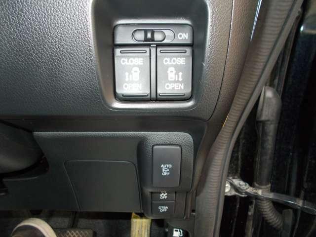 各種スイッチです。両側電動ドアなので乗り降りラクラクです(^^)/