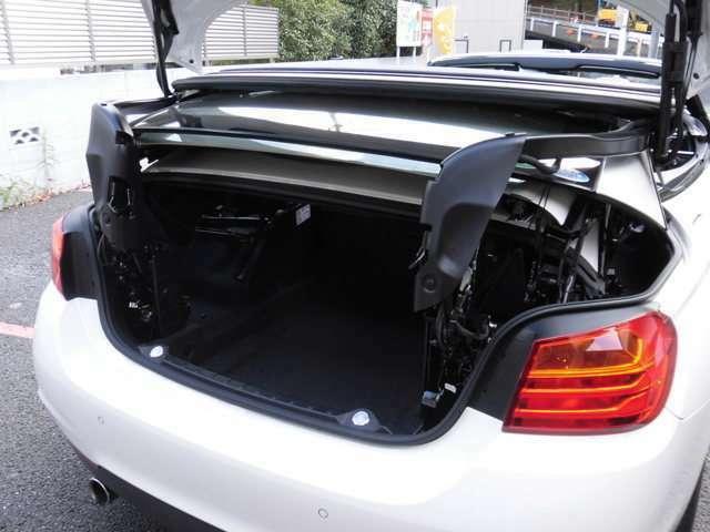 コンフォートローディング機能にてオープン時も荷物の出し入れに便利です!
