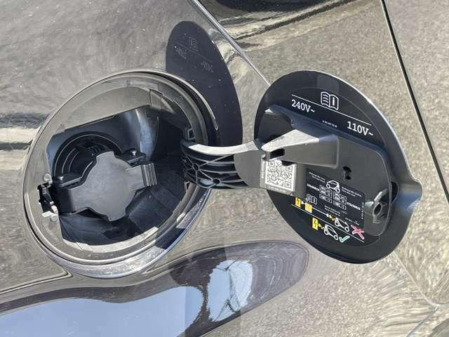 充電時間は、0%から100%まで約8時間(EV充電用AC200Vコンセントを使用の場合、急速充電には対応しない)。