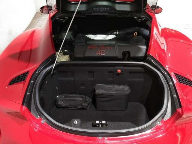 Alfa Romeo 4Cの1750cc直噴ターボエンジン。最大出力240PSを6,000rpmで発揮!(カタログ値)