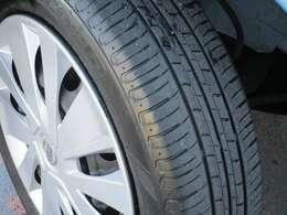 タイヤ溝は、ご覧の通りです。