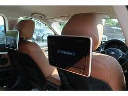 後部席専用ヘッドレストモニターで、車内でもお楽しみいただけます!