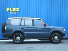 全長480cmです。背面タイヤが付いているお車は、現代のモデルでは少なくなり、THE・ランクルって感じがして良いですね♪