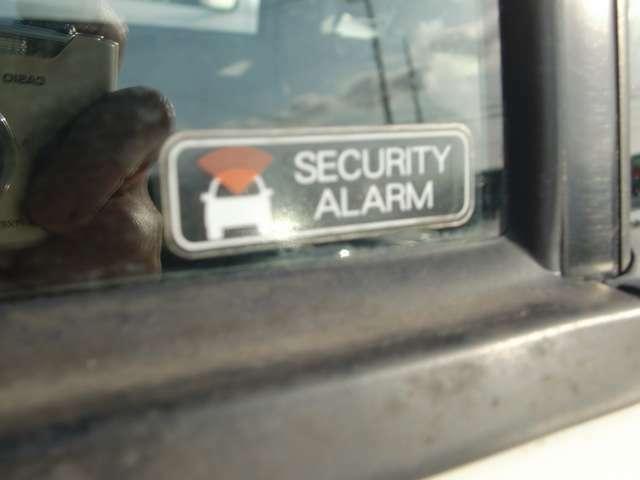 不当なドアの解錠があった時、警報音等で異常を知らせてくれる、セキュリティーアラームシステム装備。