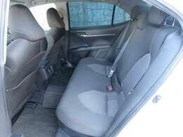 リアシートもゆったり座れます。これなら大人4人での長距離運転も楽ちんですね。