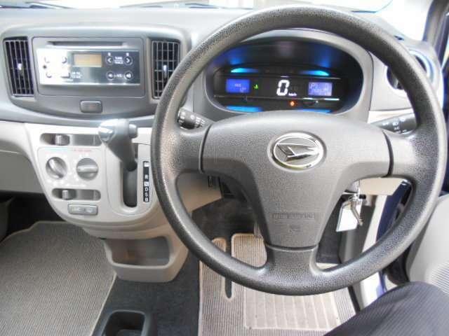 メーターはデジタルメーター、センターディスプレイには燃費情報が表示されます
